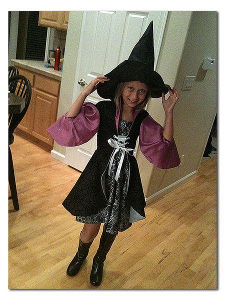 Corinne-halloween-cell-phon
